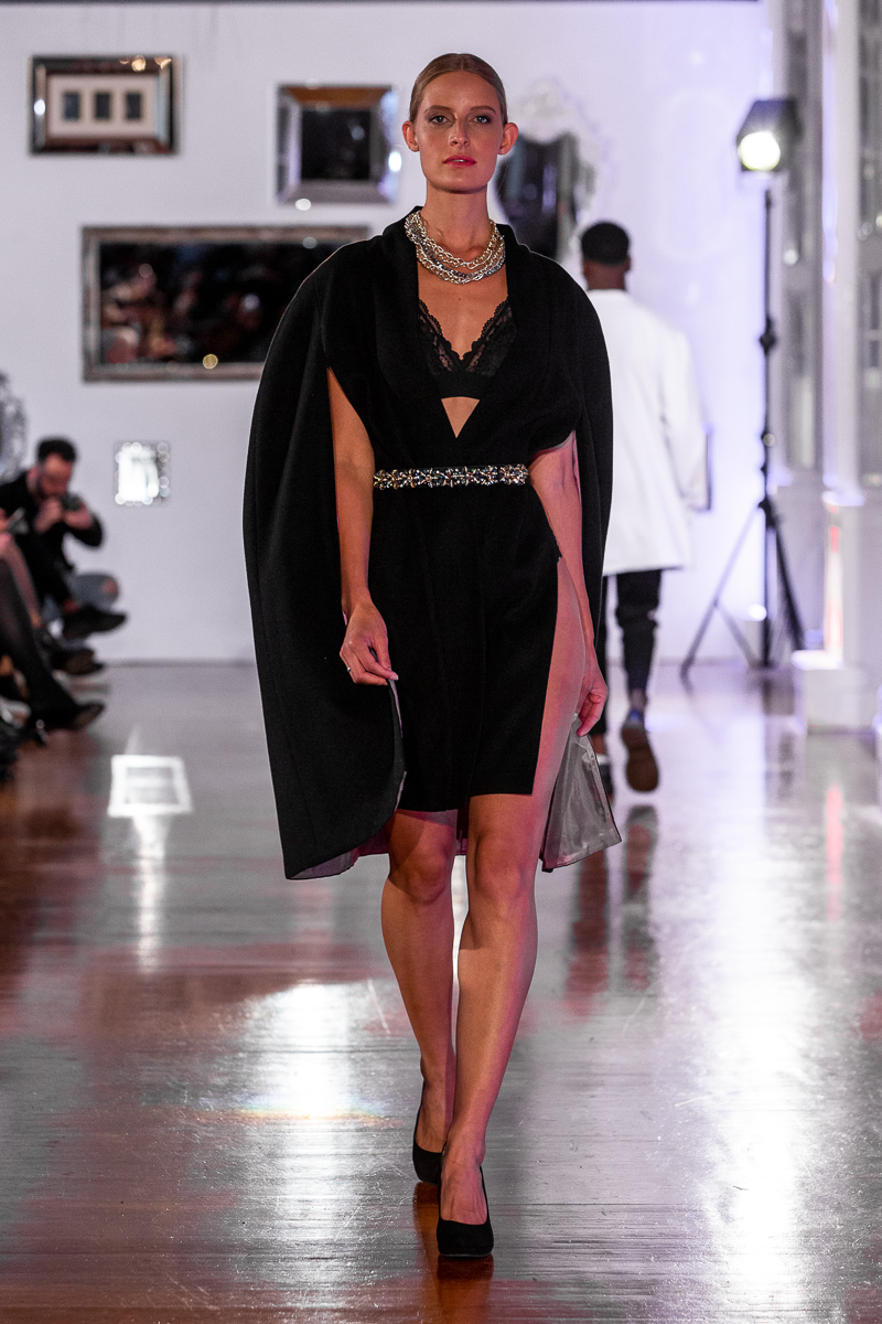Pokaz Agnes Wuyam - Parisfashion x Satisfashion - Paris Fashion Week 2020 Salon de Mirrors w Paryzu